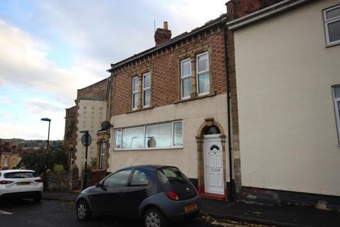 4 bedroom detached house to rent - Avondale Road, BA1 3EG
