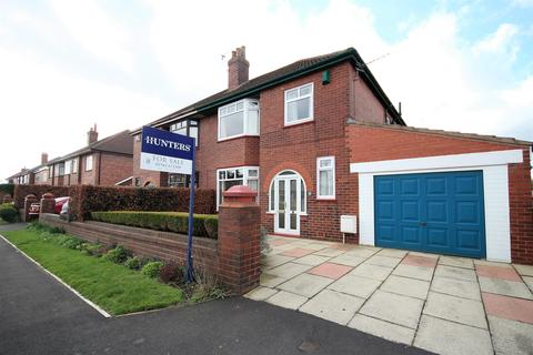 3 bedroom semi-detached house for sale - Chestnut Drive, Leigh, WN7 3JW