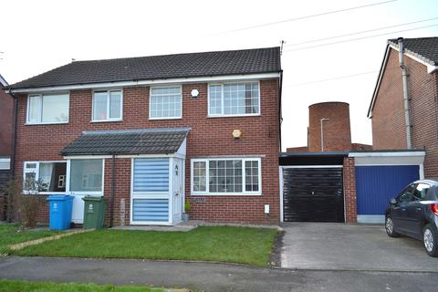 3 bedroom semi-detached house for sale - Grampian Close, Chadderton, Oldham, OL9 8PT