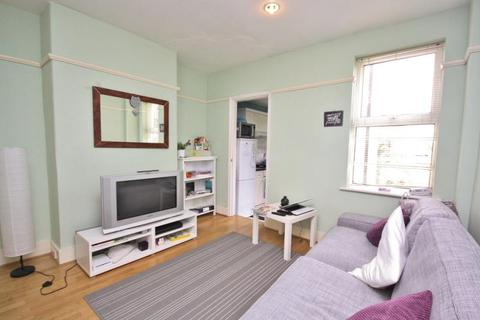 3 bedroom house to rent - Denzil Road, Guildford, Surrey, GU2