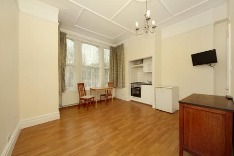 Studio to rent - Uxbridge Road, W3