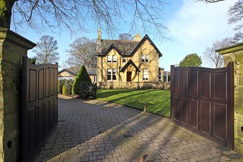 4 bedroom detached house for sale - Highfield, 481 Bradford Road, Birkenshaw, BD11 2DS