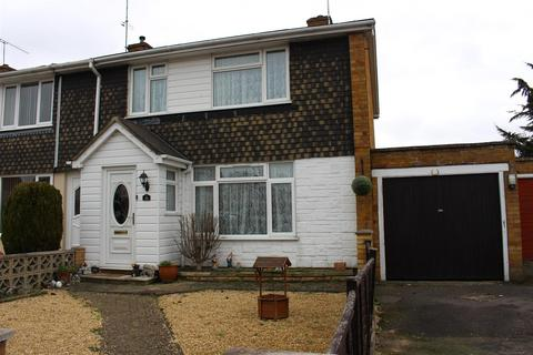 3 bedroom townhouse for sale - Howth Drive, Woodley, Reading