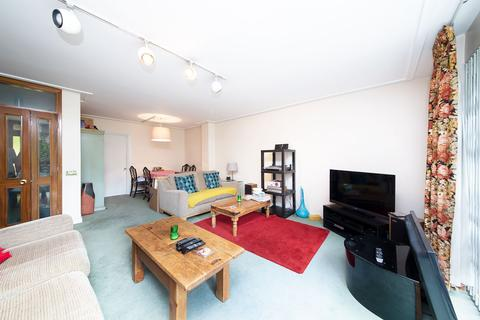 4 bedroom terraced house to rent - Bembridge Close, Kilburn, London, NW6