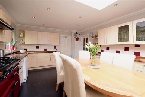 4 bedroom bungalow for sale - Chalkland Rise, Woodingdean, Brighton, East Sussex