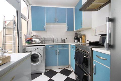 1 bedroom apartment for sale - Pinter House, 45 Grantham Road, London, SW9