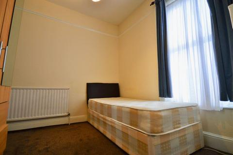 1 bedroom house share to rent - Hazelbank Road, Catford, SE6