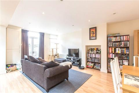 2 bedroom flat to rent - Hazelbourne Road, Clapham South, London, SW12