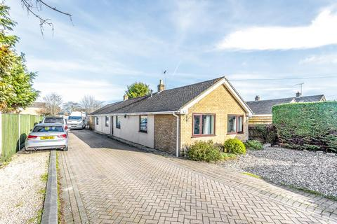 4 bedroom detached bungalow for sale - Carterton, Oxfordshire, OX18