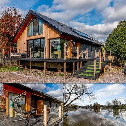 3 bedroom detached bungalow for sale - Shepperton