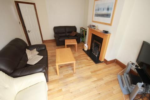 6 bedroom house share to rent - Edinburgh Road, Armley, Leeds, LS12 3RW