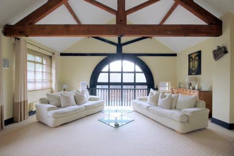 2 bedroom character property - Trentham Court, Park Drive, Trentham