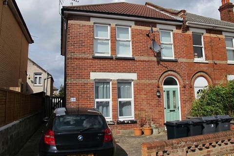 2 bedroom flat to rent - Markham Road, Charminster,