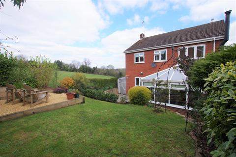 4 bedroom detached house for sale - Glen Drive, Alton