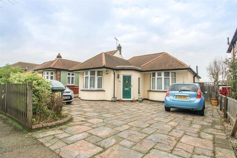 3 bedroom detached bungalow for sale - Carlingford Drive, Westcliff-on-Sea