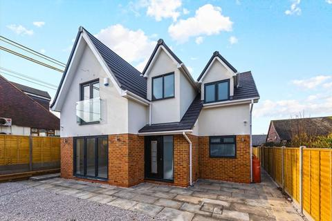 4 bedroom detached house to rent - Curtis Mill Lane, Stapleford Abbotts RM4