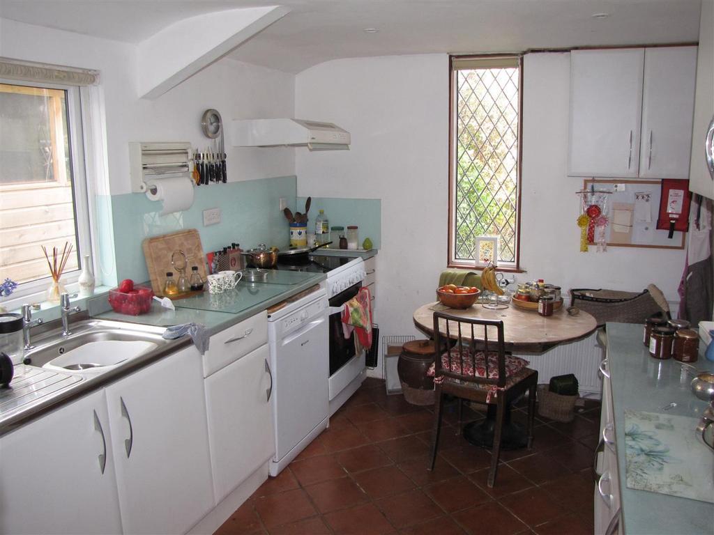 7853 Kitchen 2.JPG