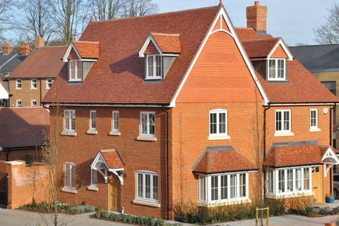 4 bedroom semi-detached house to rent - Leander Way