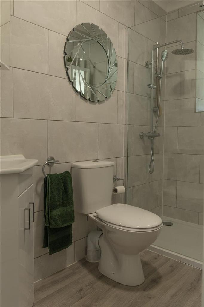 Vendor shower room.jpg