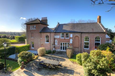 6 bedroom detached house for sale - Tysea Hill, Stapleford Abbotts, RM4 1JU