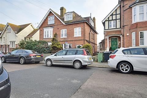 3 bedroom flat for sale - Cantelupe Road, Bexhill-On-Sea