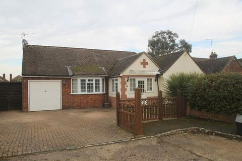 5 bedroom bungalow to rent - Glebe Close, Holmer Green