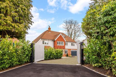 5 bedroom detached house for sale - Heath Drive, Walton on the Hill, KT20