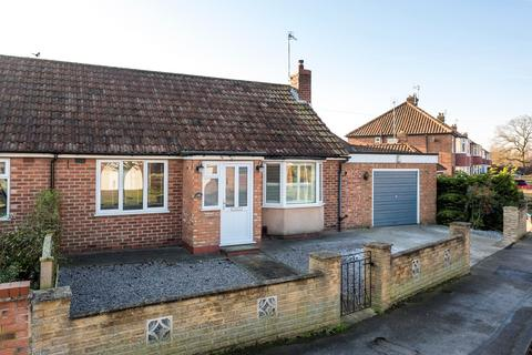 2 bedroom semi-detached bungalow for sale - Manor Lane, York, YO30