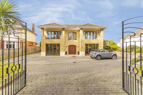 4 bedroom detached house for sale - Carbery Avenue, Southbourne