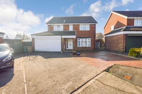 4 bedroom detached house for sale - Family Home Overlooking Golf Course, Pembroke Close, Grove Park