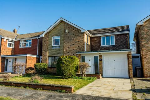 4 bedroom detached house for sale - Greenfield Park Drive, YORK
