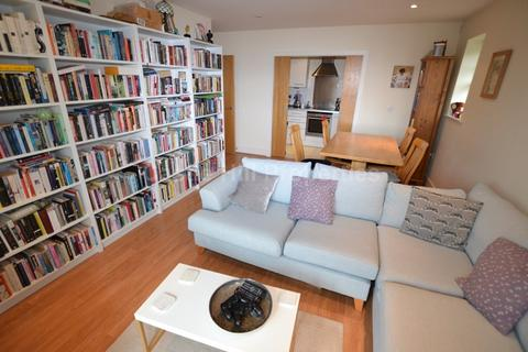 2 bedroom flat to rent - Ray Park Avenue, Maidenhead, Berkshire. SL6