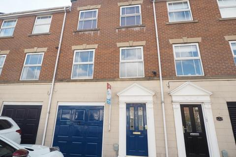 3 bedroom townhouse to rent - Mariners Close, Victoria Dock, Hull, East Yorkshire, HU9 1QE