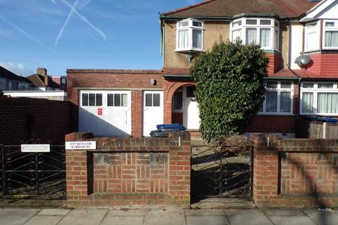 3 bedroom end of terrace house for sale - Launceston Road, Greenford
