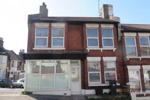 4 bedroom end of terrace house to rent - Bear Road, Brighton