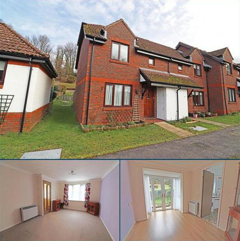 2 bedroom end of terrace house for sale - Bramble Walk, Redhill
