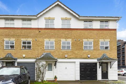 3 bedroom townhouse to rent - Montana Gardens, London, SE26