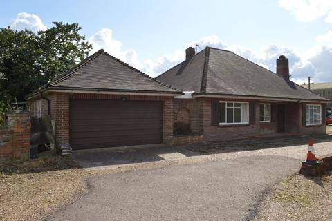 2 bedroom bungalow to rent - Salhouse Road, Rackheath Norwich, Norwich, NR13 6LA