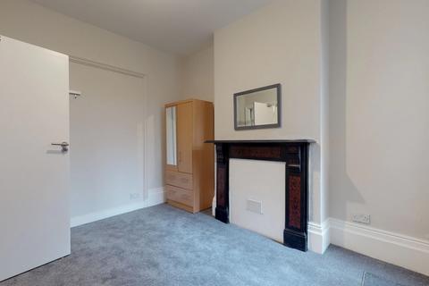 House share to rent - Falkland Road, Harringay