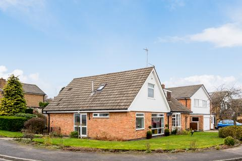 3 bedroom semi-detached bungalow for sale - Fieldhead Drive, Guiseley, Leeds, West Yorkshire