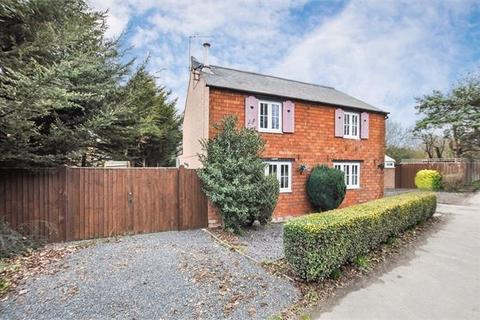 4 bedroom detached house for sale - High Street, Waddesdon, Buckinghamshire. HP18 0QP