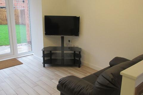 5 bedroom semi-detached house to rent - The Moorings