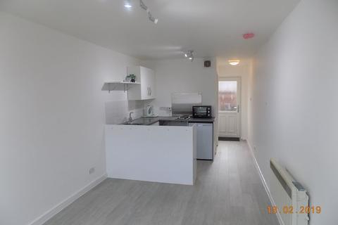 Studio to rent - Manchester Road, Warrington