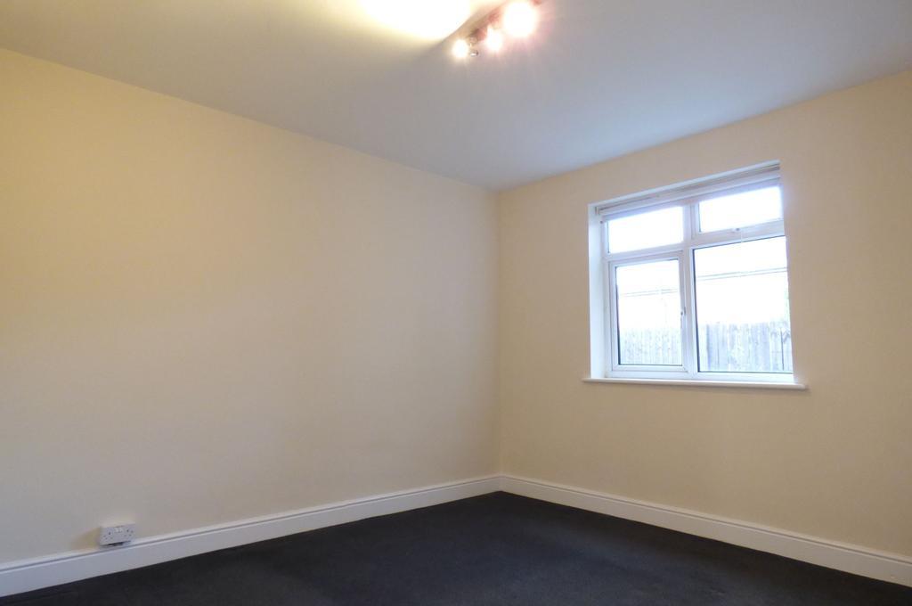 Rear Main Bedroom