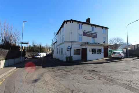 Studio to rent - Dover Street, Sittingbourne