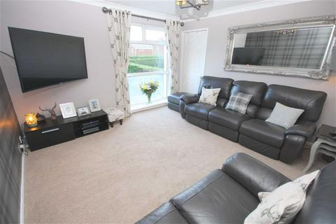 2 bedroom flat for sale - Langholm Avenue, North Shields, Tyne And Wear, NE29