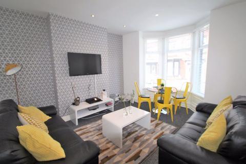 6 bedroom terraced house to rent - Norwood Terrace, Hyde Park,LS6 1EA