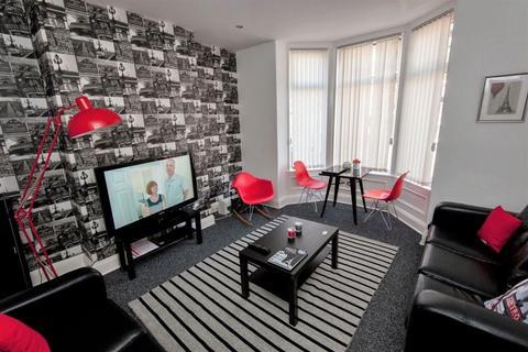 7 bedroom terraced house to rent - Norwood Terrace, Hyde Park, Leeds, LS6 1EA