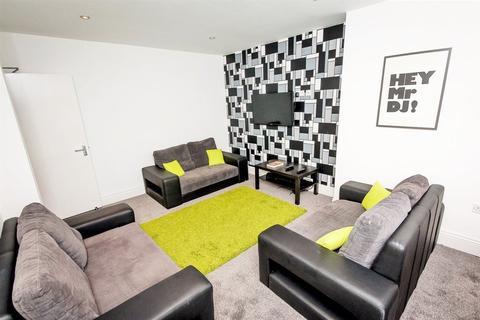 7 bedroom terraced house to rent - Manor Drive, Hyde Park, LS6 1DE