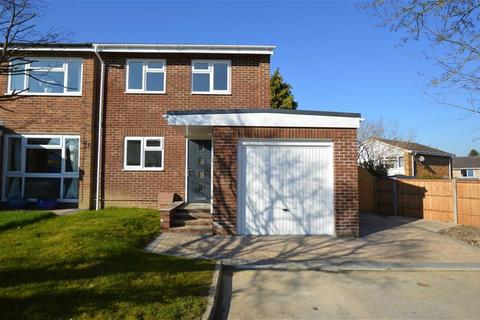 3 bedroom end of terrace house for sale - Shakespeare Close, Caversham, Reading